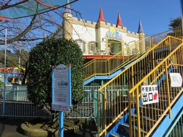 華蔵寺公園遊園地の不思議な城
