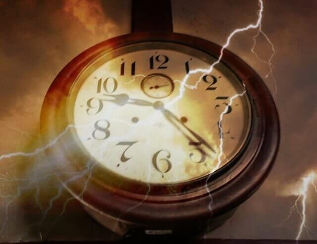 記事タイトル『新生活で遅刻したくない!目覚ましだけでは起きれない時の対策5つ』のアイキャッチ画像