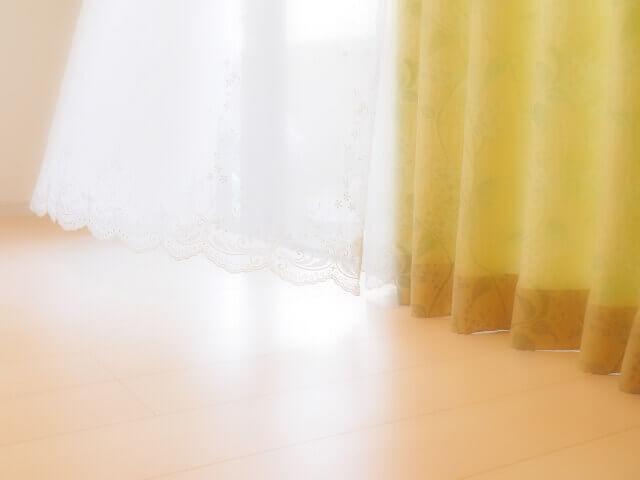 窓から朝日が差し込むというイメージ画像