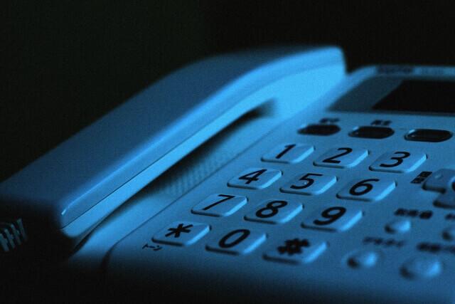 記事タイトル『固定電話恐怖症の気持ちがわかりすぎる!電話が苦手になる原因と克服の方法』のアイキャッチ画像