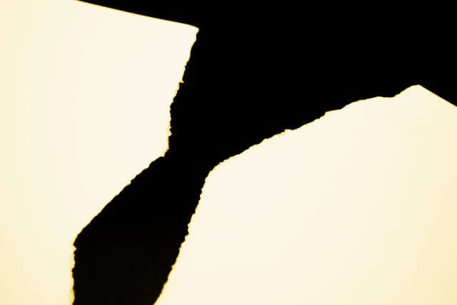 破かれた紙のイメージ