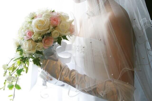 ウェディングドレスを着た花嫁のイメージ画像