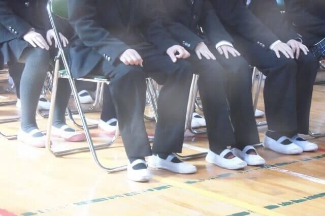 上履きを履いた生徒のイメージ画像