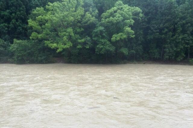 台風の時の川の様子のイメージ画像