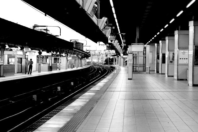 駅のホームのイメージ画像
