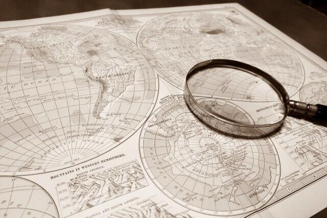 地図上で探索しているイメージ画像