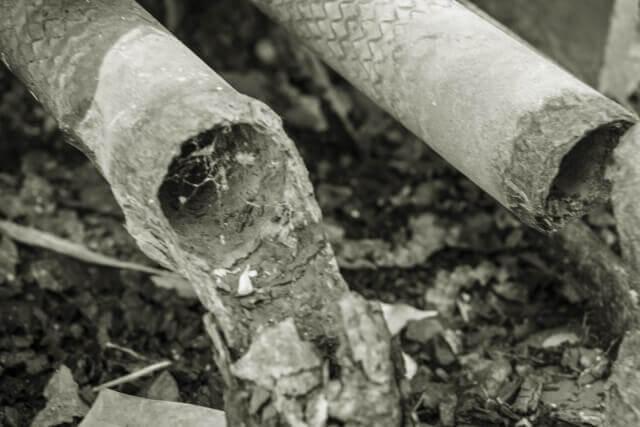 朽ちている金属のイメージ画像