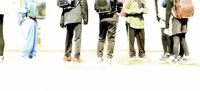 小学生の集団のイメージ画像