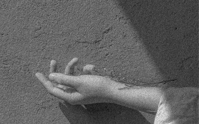 力のない腕のイメージ画像